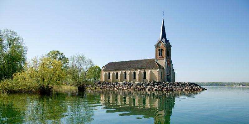Eglise au Lac du Der © P. Bourguignon